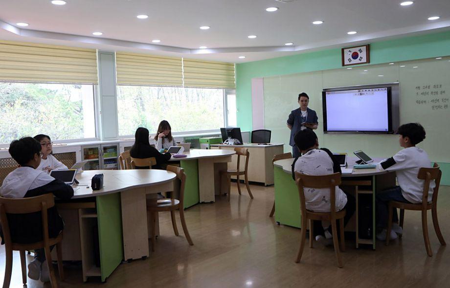 韩朝首脑27日会晤 走访非军事区韩方唯一村庄