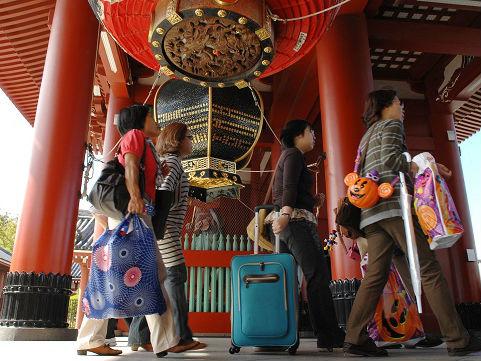中国赴日游客8成都买化妆品 日媒:日企盯住回国后续消费