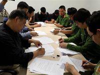 """越南警方向中方移交8名""""猎狐""""对象"""