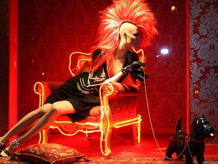 外媒:巴黎时尚品牌再向中国顾客道歉 已对涉事人员停职处理