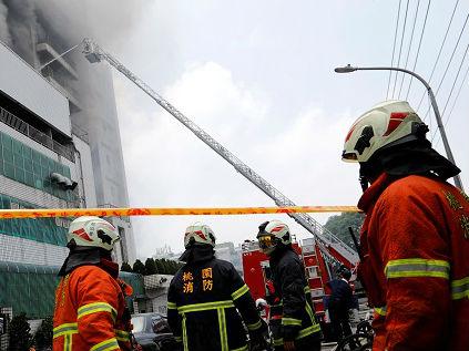 台媒:台湾桃园工厂大火致5消防员殉职
