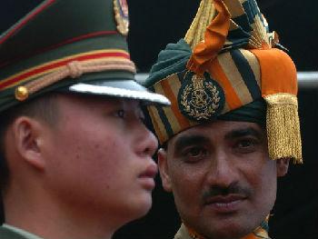 印媒:中印努力为边境紧张降温 设立热线恢复军事交流演习