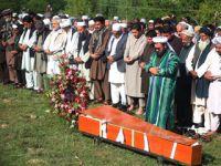 阿富汗首都爆炸袭击遇难记者安葬故乡