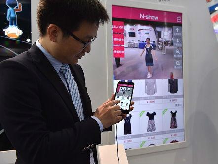 """日媒感叹中国通信""""三级跳"""":有智能手机 生活更快活"""
