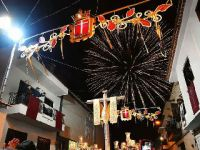 西班牙加纳利群岛举行五月十字焰火节