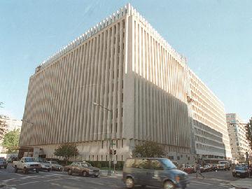 """美媒评述:中国在世界银行换到""""成人桌"""""""