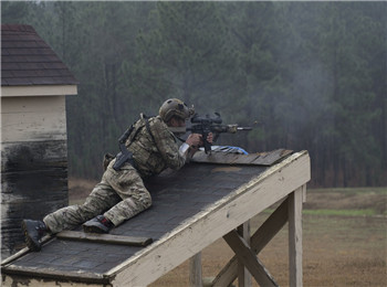 千米距离一枪致命!美顶尖特种作战狙击手换新枪