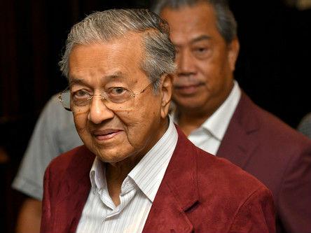 92岁马哈蒂尔领导马来西亚反对党60年来首次赢得大选
