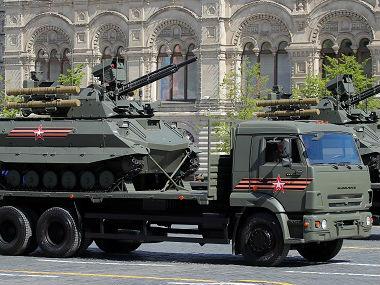 """外媒:俄最新式武器亮相红场阅兵 向世界""""秀肌肉"""""""
