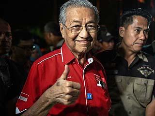 """92岁的他如何在马来西亚再掀""""政治海啸"""""""