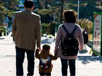 """美媒:不孕症问题在中国日渐突出 """"高科技""""助孕层出不穷"""