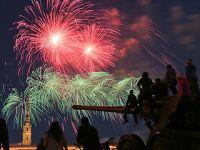 圣彼得堡放烟花纪念卫国战争胜利73周年