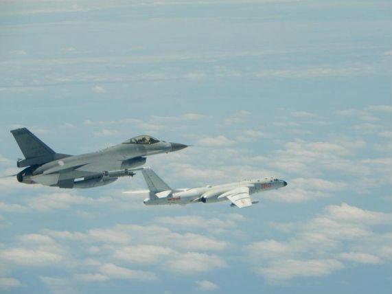 台媒:解放军首次双向绕飞台岛巡航 模式实现新突破