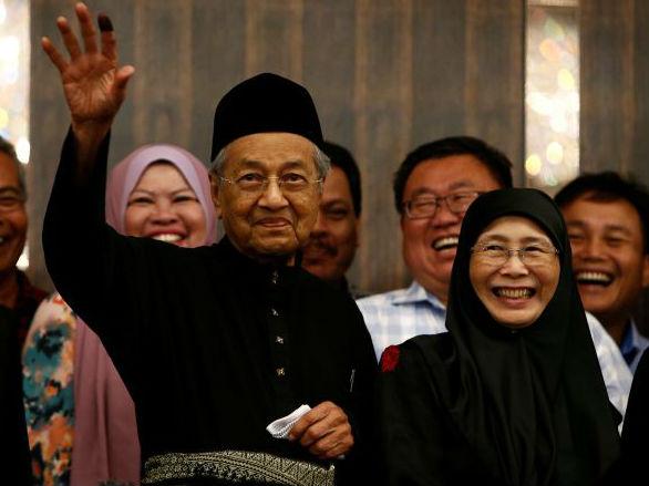 外媒:马哈蒂尔就职宣布施政重点 誓言反腐重整经济