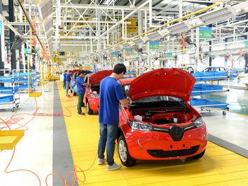 美媒:中国新能源汽车销量占全球一半 今年有望突破百万