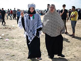 巴勒斯坦女性站在抗议前沿