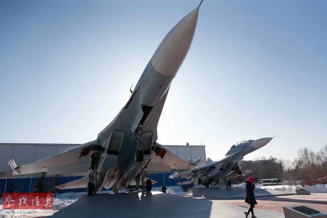 """厂房外摆满战机!再访苏-35""""摇篮"""""""