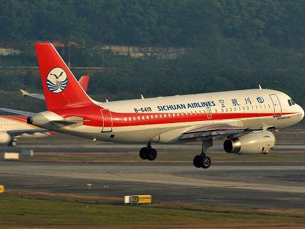 新媒关注川航班机紧急迫降事件:迫降难度超此前同类事故