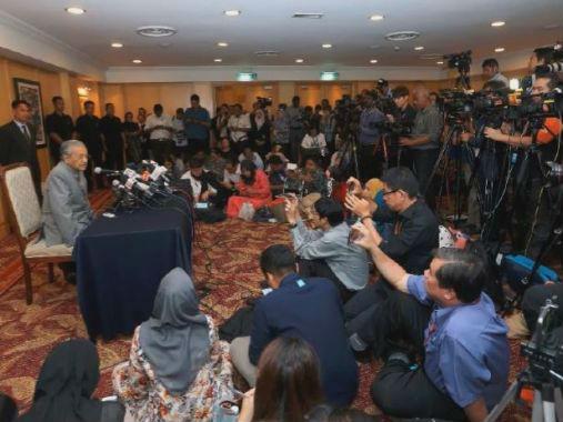 外媒:马哈蒂尔执政伊始掀反腐风暴 反腐委员会负责人被换