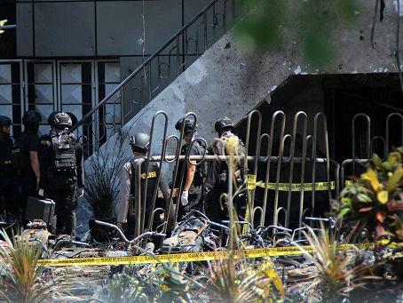 """印尼连续两日发生多起""""家庭人弹""""自杀式爆炸袭击"""