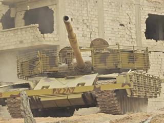 就地取材!叙军坦克装甲竟藏砖头