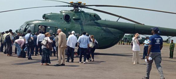 联合国安理会代表团准备搭乘直升机从缅甸首都內比都前往实兑(图片来源:联合国官网)