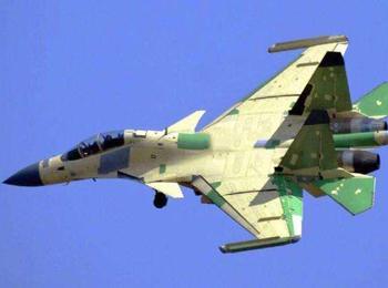 美媒分析中国歼-15D电子战机:挂新型吊舱仍用俄制发动机