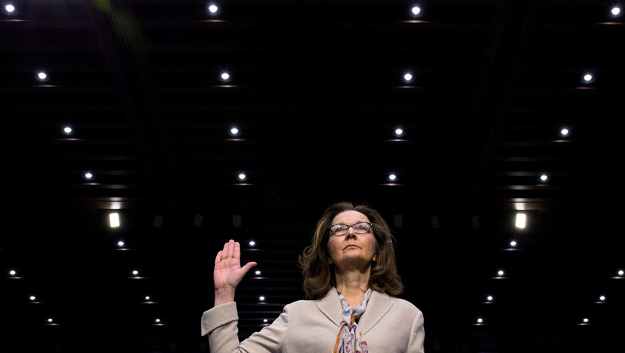 参考消息网5月17日报道 外媒称,美国参议院情报委员会5月16日以闭门投票方式,通过了由美国总统特朗普提名的吉娜·哈斯佩尔出任中央情报局局长。图为哈斯佩尔5月9日出席美国参议院情报委员会的提名听证会。(图片来源:路透社)8