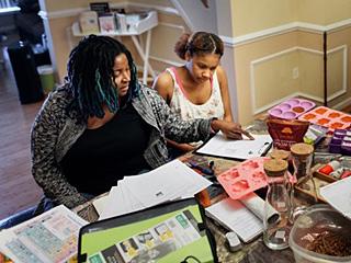 美国黑人家长自己教育孩子