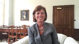 锐参考·对话|牛津大学首位女校长:大学应培养学生思考能力道德观