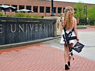 毕业照:这把步枪与裙子更搭