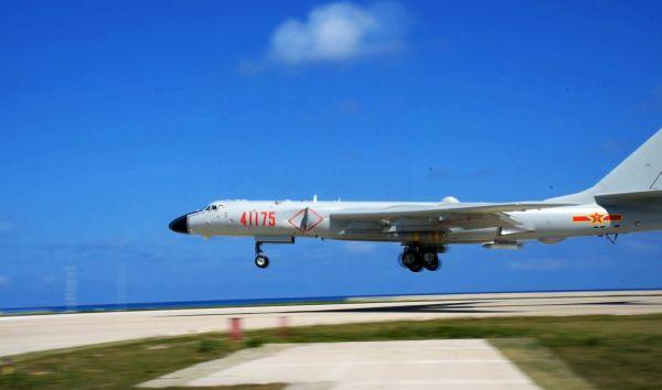 境外媒体聚焦轰-6K首次训练南海岛礁起降