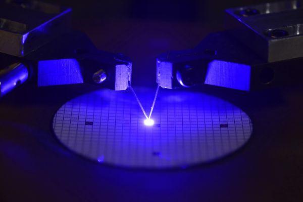 日科学家开发节能半导体材料 应用于电动汽车