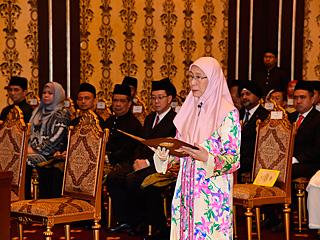 马来西亚新内阁成员宣誓就职