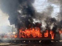 印度一火车车厢发生起火事件