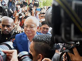 马来西亚前总理接受反腐败委员会问话
