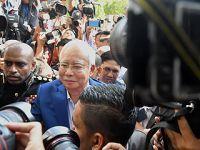 马来西亚前总理纳吉布接受反腐败委员会问话