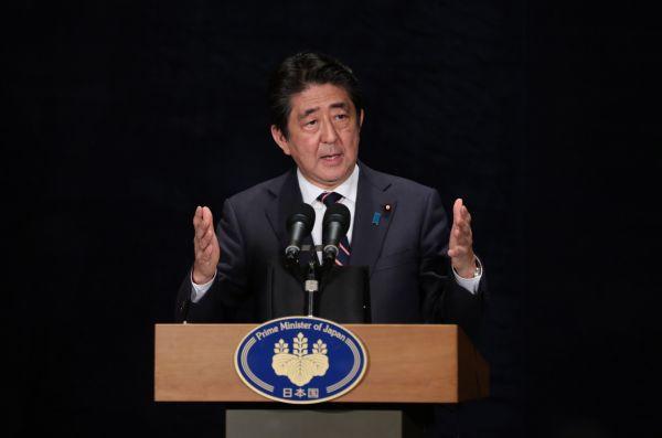 """又要刷存在?安倍拟借G7峰会""""纠缠""""特朗普谈朝核"""