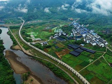"""新媒关注""""中国扶贫国际论坛"""":中国为减贫做出最大贡献"""