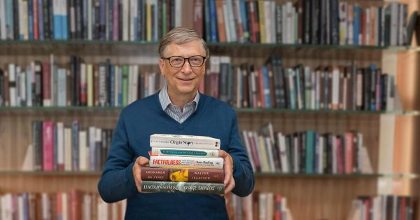 105218402-Bill_Gates_Summer_Books_2018_Photo_Credit_The_Gates_Notes_LLC.1910x1000
