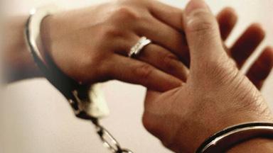 """逼婚有罪!英国一母亲强迫18岁女儿嫁给""""老男人""""被定罪"""