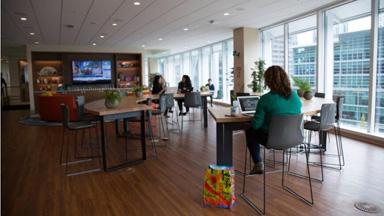 在价值十亿美元的办公楼里工作是种什么体验?