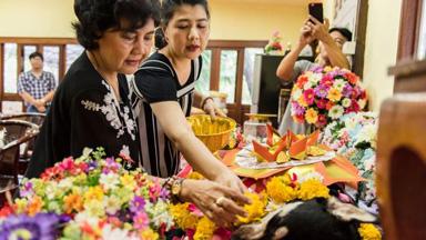 不只有猫狗还有鲶鱼!曼谷宠物葬礼生意红火 奢华程度想不到