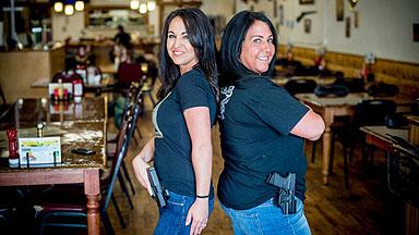 这家餐馆建议人们持枪进入,为什么?