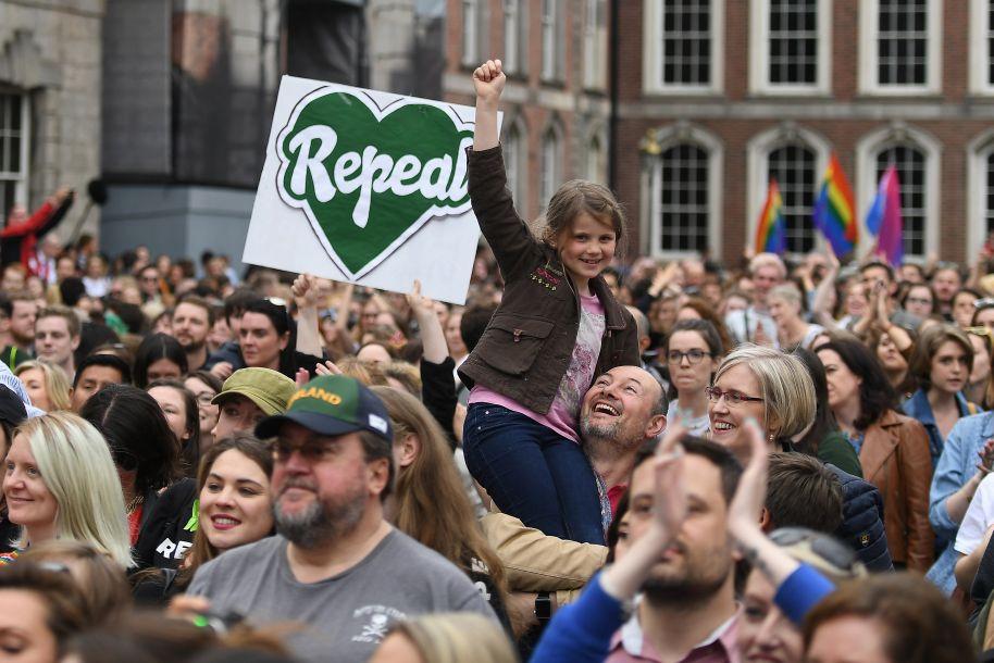 愛爾蘭公投支持廢止墮胎禁令
