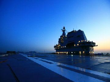 """新媒关注中国两航母""""惊喜同框"""":辽宁舰或将换装新装备"""
