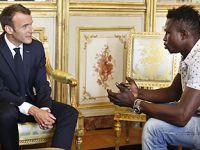 法国一非法移民解救儿童受到总统表彰