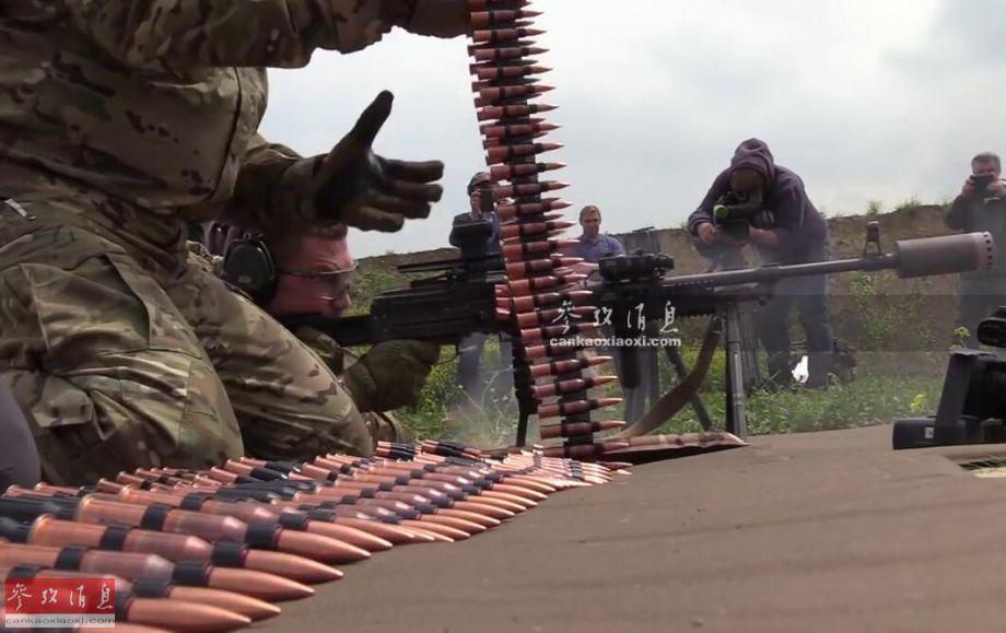 怒射688发!俄军连射机枪至消音器爆炸