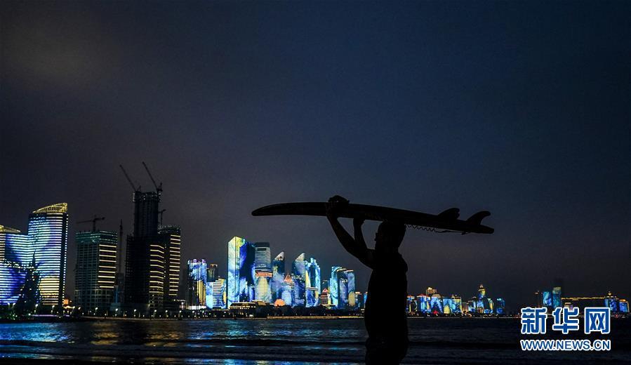 青岛:流光溢彩夜色美