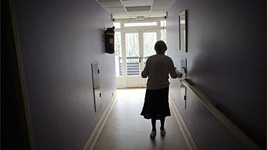 远离医院和药物:法国建立第一个阿尔兹海默村
